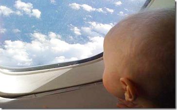 bébé dans un avion